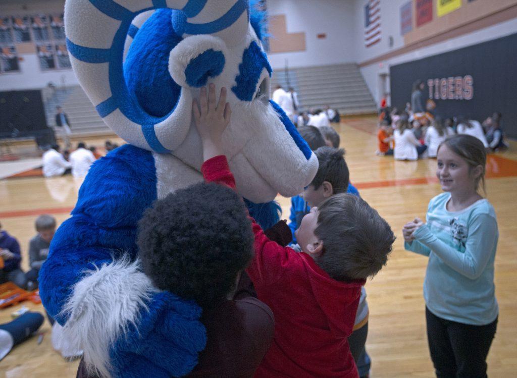 Students greet Bucky